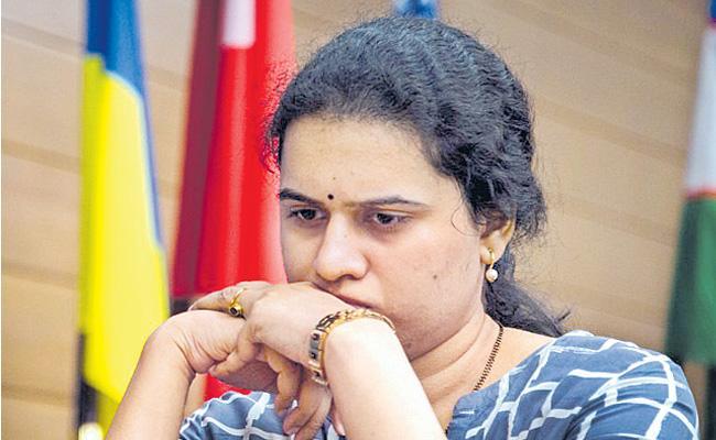 Humpty defeat Third round of harika - Sakshi