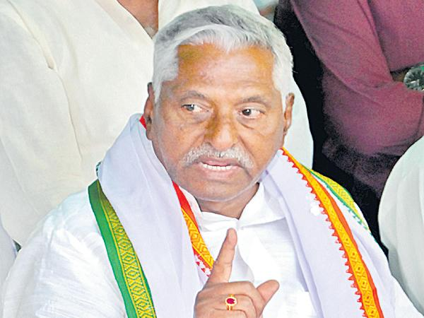 Jeevan Reddy slams MP Kavitha about funds - Sakshi