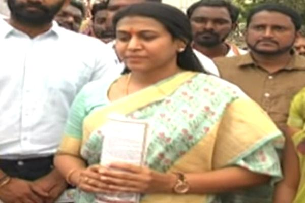 Sabitha Komatireddy Fire On TRS Govt - Sakshi