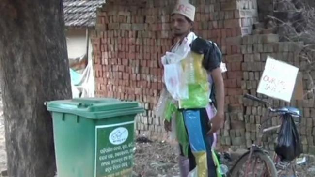 This Chalta Firta Dustbin in Odisha Has Taken The Plunge Against Plastic Pollution - Sakshi