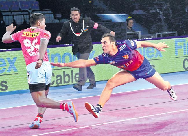 Dabang Delhi vs Jaipur Pink Panthers, Pro Kabaddi 2018 - Sakshi
