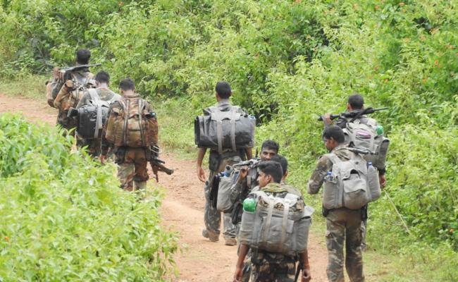 Maoists Banners in AOB Visakhapatnam - Sakshi