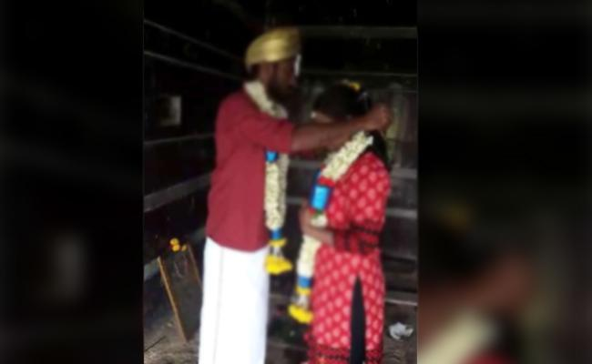 Lovers Whatsapp Photos Viral Marriage Stopped In Karnataka - Sakshi