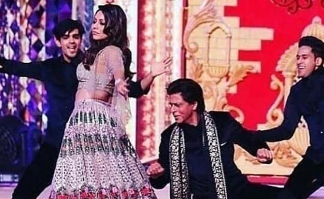 Bollywood Celebrities At Isha Ambani Wedding - Sakshi