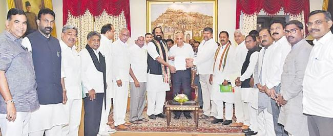 mahakutami leaders meet governor esl narasimhan - Sakshi