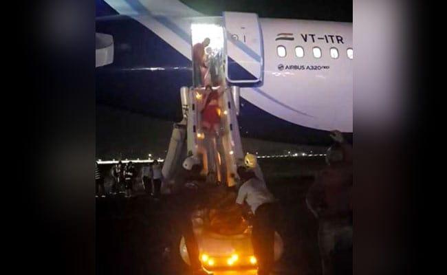IndiGo Airbus 320 (neo) makes emergency landing in Kolkata - Sakshi