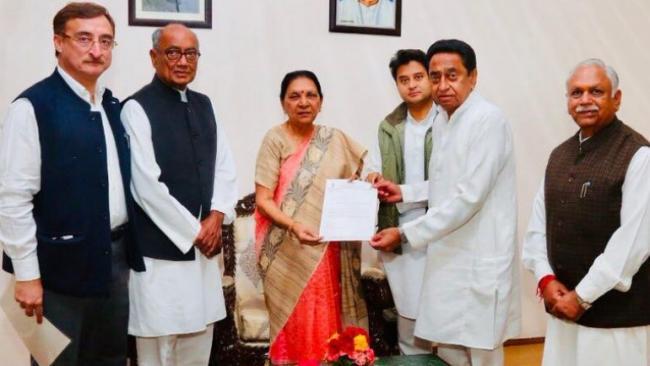 Kamal Nath Meets Madhya Pradesh Governor - Sakshi
