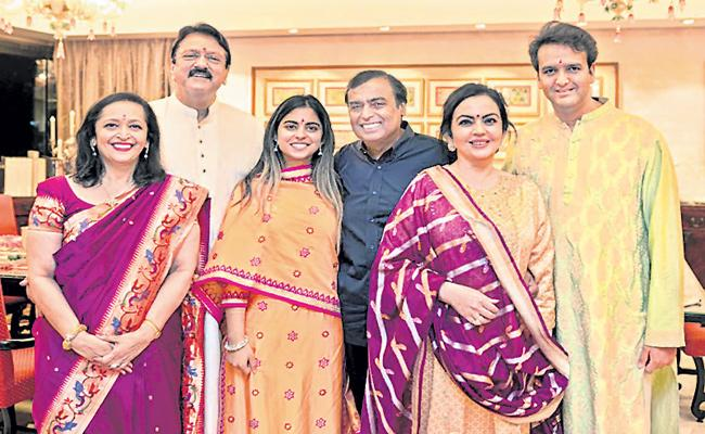 Ambani family has seen everything as special guests - Sakshi