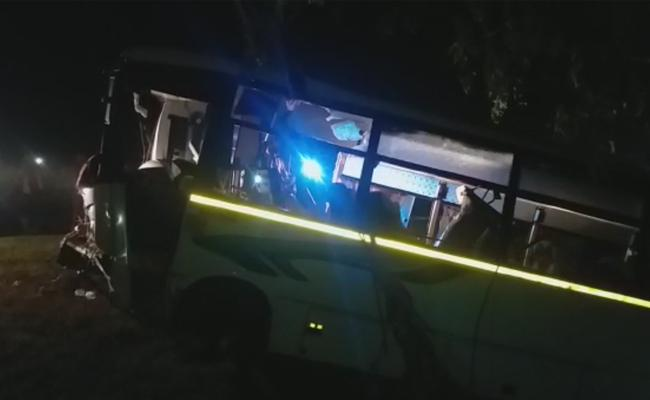 Bus Accident Took Place At Tamilnadu Tindivanam - Sakshi