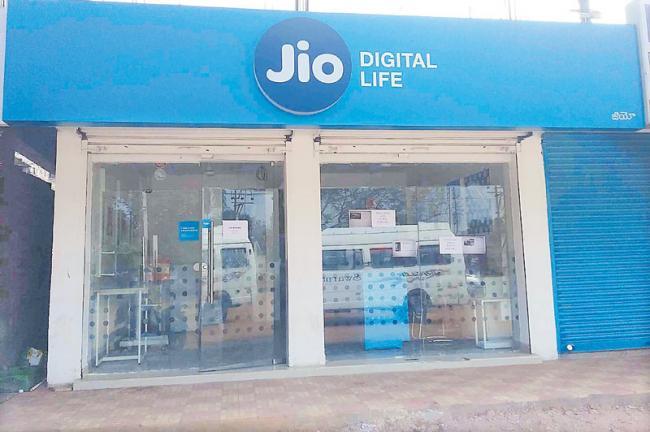 Mukesh Ambani may use his 5100 Jio Point stores to kick off a retail bussiness - Sakshi