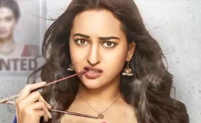 Sonakshi Sinha Gets A Piece of Junk on Ordering Headphones - Sakshi