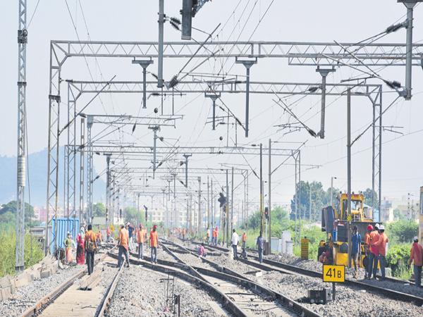 50 percent electrification in the South Central Railway - Sakshi