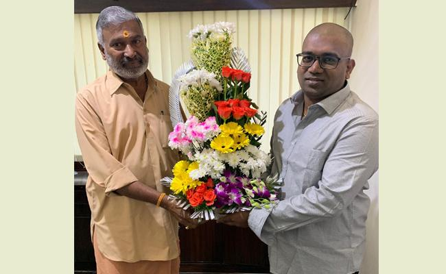 YSRCP Singapore Wing Convenor Meets Peddireddy Ramachandrareddy - Sakshi