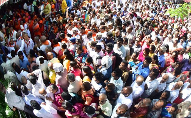 Tirumala Temple Full Rush With Devotees - Sakshi