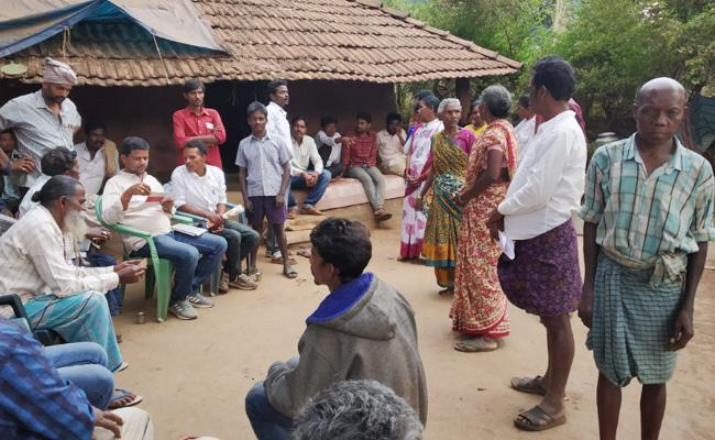 Civil rights leaders meet Maoists Families - Sakshi