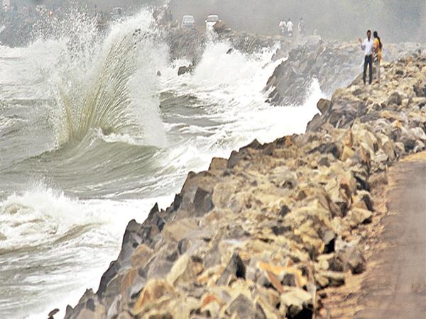 Severe cyclonic threat to Andhra Pradesh - Sakshi