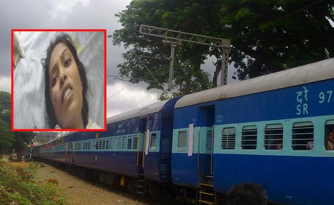 Pregnant Woman Thrown Out From Train In Anantapur - Sakshi