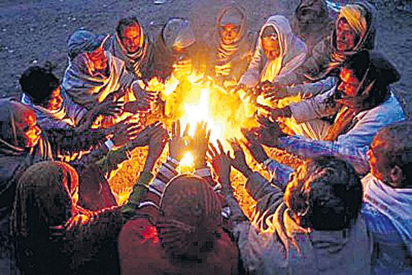 Temperatures have fallen in day times - Sakshi