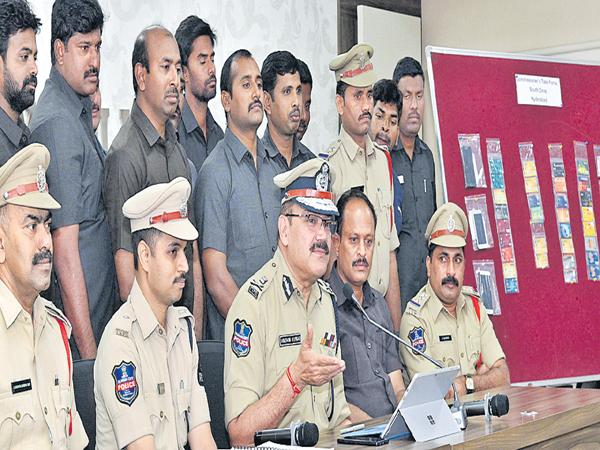 South Zone Task Force arrested the five people in Robbery case - Sakshi