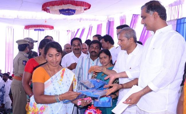 Harish Rao Distributed Bathukamma Sarees - Sakshi