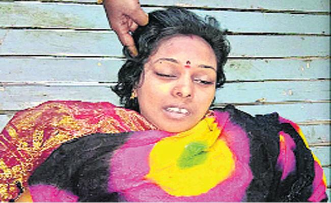 Woman Died in Bus Accident Chittoor - Sakshi