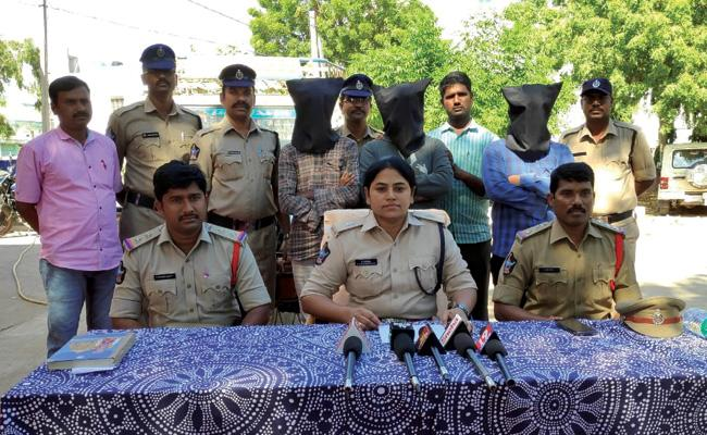 Murder Case Reveals With Petrol Can in Anantapur - Sakshi