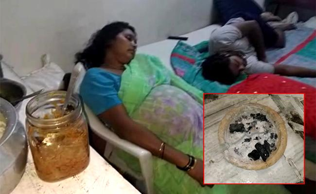 Two died Due To Smoke In Jubli hills - Sakshi