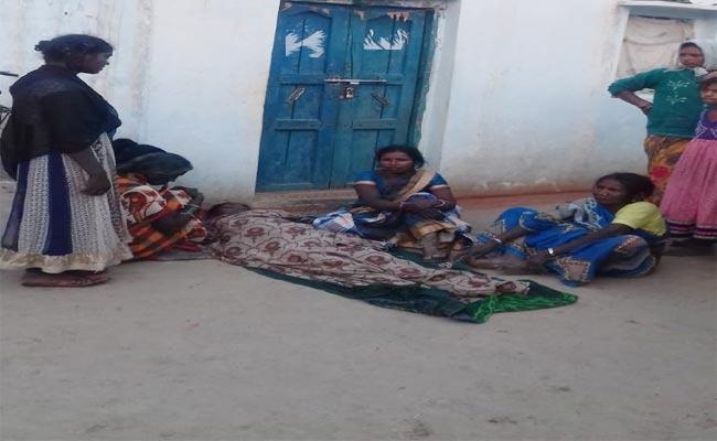 Minor Girl Suicide Commits In Nalgonda - Sakshi