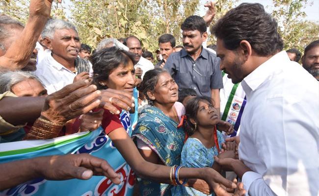 Kidney Disease Victims Meet With YS Jagan Mohan Reddy Srikakulam - Sakshi