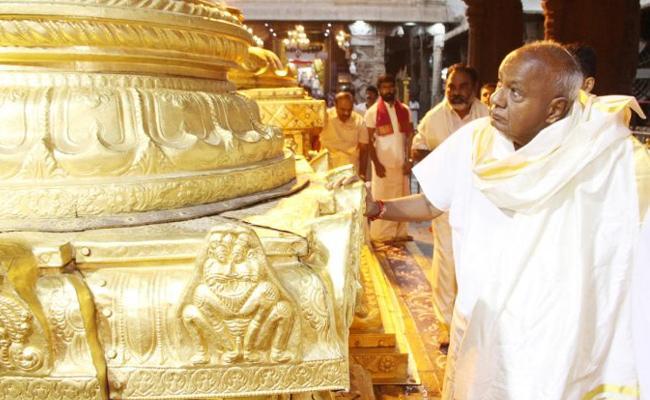 TTD Officials Insulted Former Prime Minister Deve Gowda - Sakshi