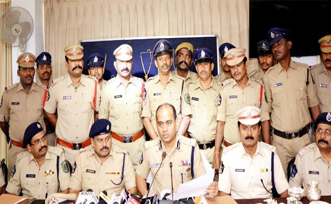 Cheddi Gang Arrest in Visakhapatnam - Sakshi