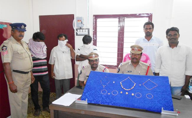 Interstate Thiefs Gang Arrest in West Godavari - Sakshi