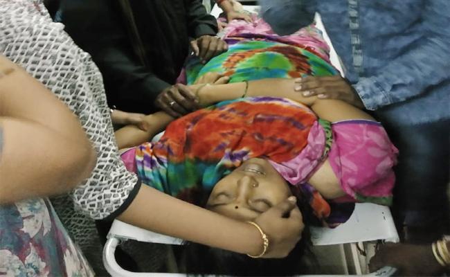 Teacher Died in Road Accident Kurnool - Sakshi
