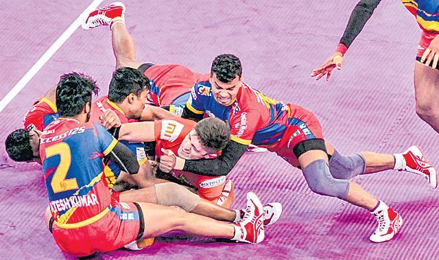 Pro Kabaddi League: UP Yoddha edge out U Mumba  - Sakshi