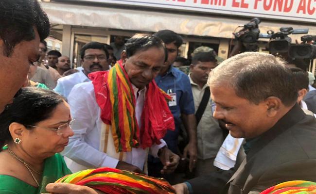 CM KCR Visits Puri Jagannath Temple - Sakshi