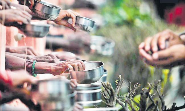 Begging mafia in hyderabad, no plan on governament - Sakshi
