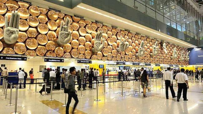 Departures At Delhi Airport Disrupted Due To Heavy Fog - Sakshi