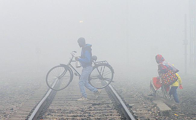 Temperature Level Drops In Telugu States - Sakshi