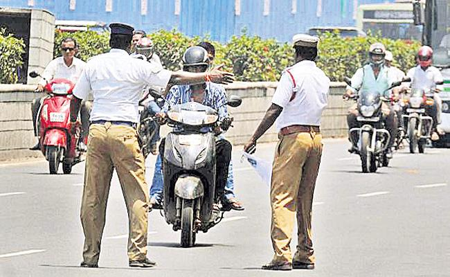 Traffic Police New Technology For Signal Jumpings Hyderabad - Sakshi
