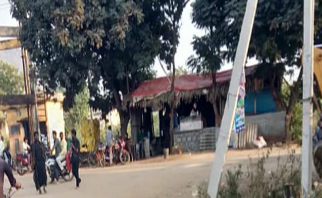 TDP Leaders Threats in Navuluru Guntur - Sakshi