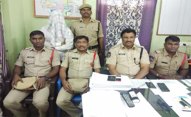 Illegal Affairs Relationship Murder Case Warangal - Sakshi