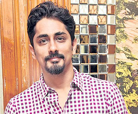 Siddharth wants to remake 'Andhadhun' - Sakshi