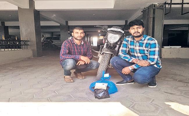 Software Engineers Arrest in Marijuana Smuggling - Sakshi
