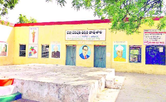 Problems In Govt Schools Warangal - Sakshi