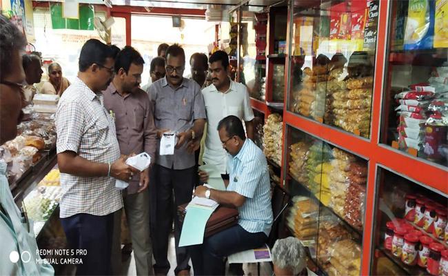 Vigilance Attack on Adulterated Food in Prakasam - Sakshi