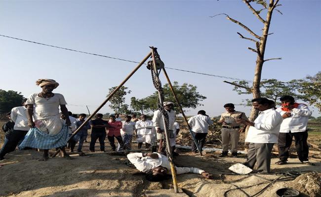 Farmers Dies With Electric Shock In Nizamabad - Sakshi