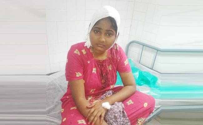 Father Knife Attack on Daughter in Gudur PSR Nellore - Sakshi