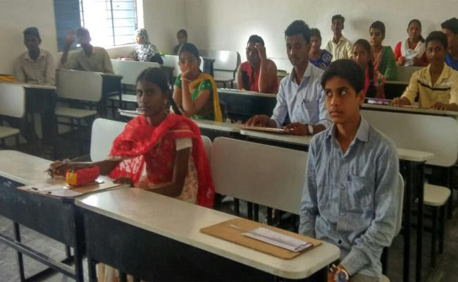 Tenth Class Students Attending Special Classes in Kurnool - Sakshi