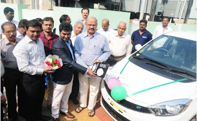 Electric Cars Services Starts In Visakhapatnam - Sakshi
