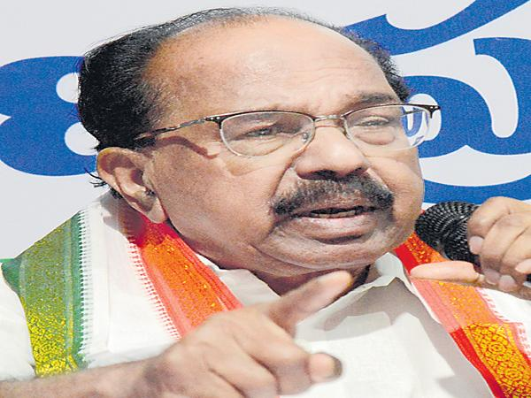 Veerappa Moily fires on KCR - Sakshi